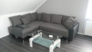 Ein Sitzbereich in der Unterkunft Ferienwohnung Wesertraum