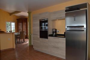 Küche/Küchenzeile in der Unterkunft Villa superbe vue sur mer et sur la montagne jardin terrasses
