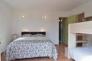 Ein Bett oder Betten in einem Zimmer der Unterkunft Villa superbe vue sur mer et sur la montagne jardin terrasses