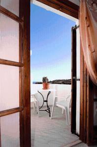 A balcony or terrace at Four Seasons Studios