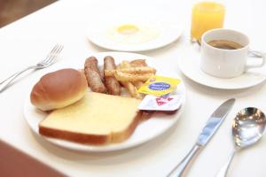 Breakfast options available to guests at Ever8 Serviced Residence