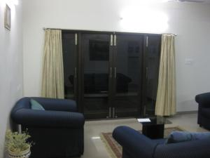 Zona de estar de 3 BHK Furnished Apartment at Banjara Hills