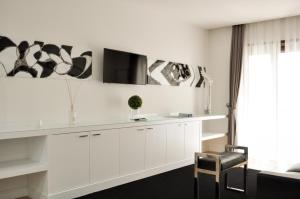 A television and/or entertainment centre at LHP Suite Napoli Chiaia