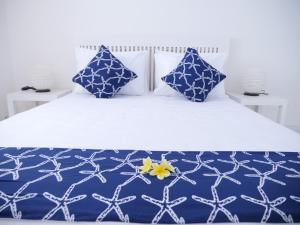 A bed or beds in a room at Starfish Bali House