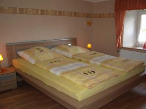 A bed or beds in a room at Ferienhaus-Feinen