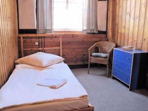 Ein Bett oder Betten in einem Zimmer der Unterkunft Dachs - Ferienwohnung für 13 Personen