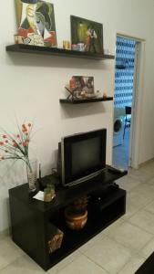 A television and/or entertainment center at Apartamento Parque Lezama