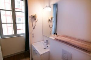 A bathroom at Baionakoa Résidence