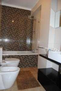 Uma casa de banho em Diamante Azul Barra Beach Apartment