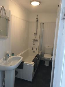 A bathroom at South King Apartment