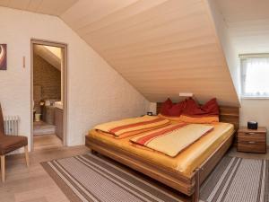 Ein Bett oder Betten in einem Zimmer der Unterkunft Südtiroler Stube