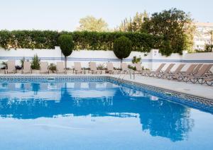 The swimming pool at or near Apartamentos Sol y Vera