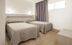 A bed or beds in a room at Apartamentos Sol y Vera