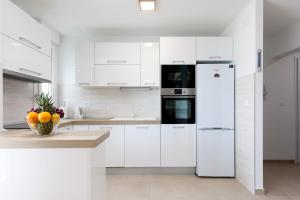 A kitchen or kitchenette at Apartment Roska II.