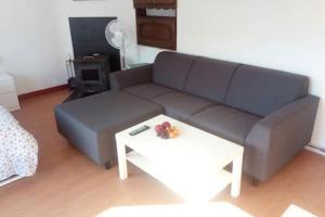Ein Sitzbereich in der Unterkunft The coolest baby penthouse in Oostende