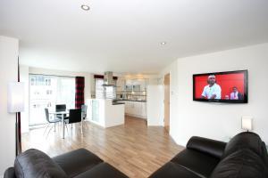 A kitchen or kitchenette at Kepplestone Manor