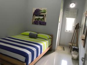 Tempat tidur dalam kamar di Mell's Home