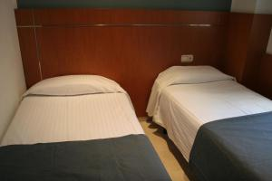 A bed or beds in a room at Suites Marina - Abapart