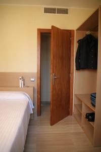 A bed or beds in a room at Suites Aragó 565 - Abapart