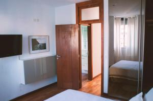 A bed or beds in a room at Charming Apartment