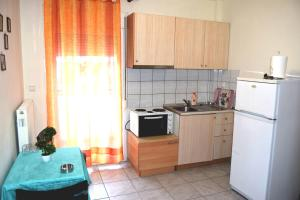 A kitchen or kitchenette at Cosy Apartment