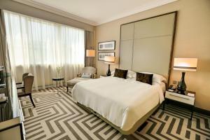 سرير أو أسرّة في غرفة في المها ارجان من روتانا