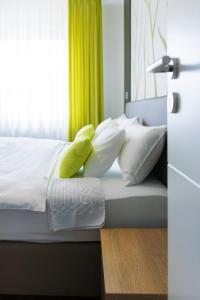 Ein Bett oder Betten in einem Zimmer der Unterkunft Ferienwohnung Burgblick