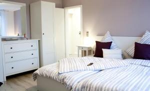 Ein Bett oder Betten in einem Zimmer der Unterkunft Ferienwohnung Amseli