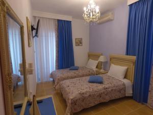 Säng eller sängar i ett rum på Akrotiri Hotel