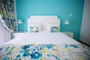 Een bed of bedden in een kamer bij Villa Kiza Apartments