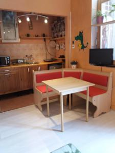 A kitchen or kitchenette at High Sky Apartment