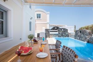 The swimming pool at or close to Secret Earth Villas - Santorini