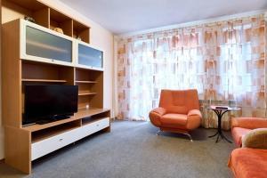 Телевізор і / або розважальний центр в Home Hotel Apartments on Kontraktova Ploshcha
