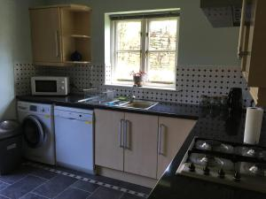 A kitchen or kitchenette at Hill House
