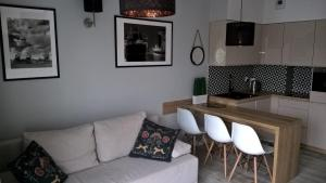 A kitchen or kitchenette at Apartamenty Dziwnówek