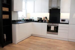 Küche/Küchenzeile in der Unterkunft Urban Stay Notting Hill Apartments