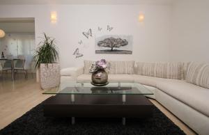 Ein Sitzbereich in der Unterkunft Apartment Lara