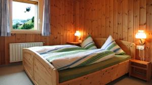 A bed or beds in a room at Ferienappartements Beck