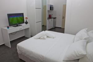 A bed or beds in a room at Geula Suites
