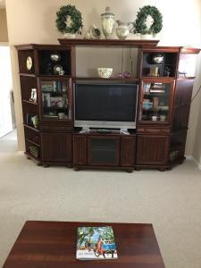 Uma TV ou centro de entretenimento em Private room