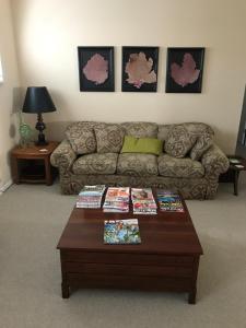 Uma área de estar em Private room