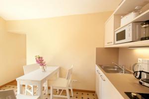 Küche/Küchenzeile in der Unterkunft Goethezimmer Leibnizallee