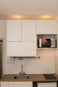 A kitchen or kitchenette at Apartment 5 minutes from the sea