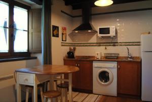 A kitchen or kitchenette at Apartamentos Rurales Ca Lulón