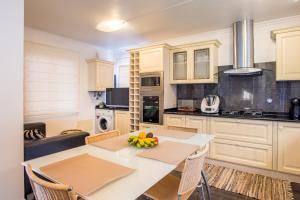 A cozinha ou kitchenette de Villa America - by MHM