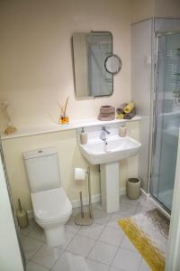 A bathroom at Lexington Apartments