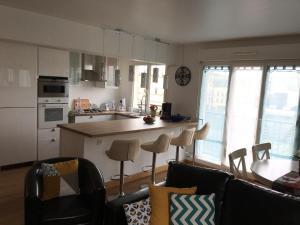 A kitchen or kitchenette at Dream Condo Disneyland