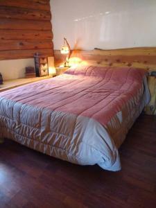 Una cama o camas en una habitación de Bosque de Amancay