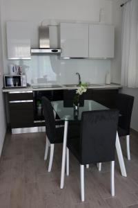 A kitchen or kitchenette at Sweet Apartments