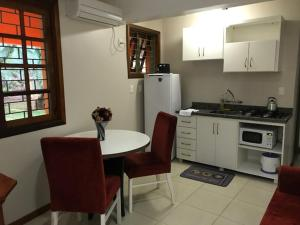 A kitchen or kitchenette at Residencial Confort